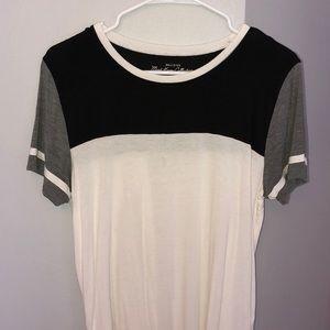 white Hollister tee shirt